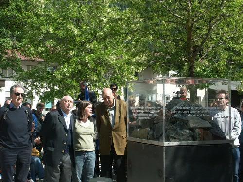 30.05.09, Mittenwald: Denkmal für die Opfer der Nazis wird enthüllt