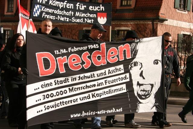AktivistInnen des FNS beim Aufmarsch in Augsburg am 27. Februar 2010. Foto: Robert Andreasch