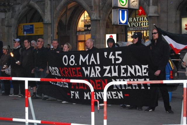 Neonazistische Mahnwache zum 8. Mai 2009 Bild:Robert Andreasch
