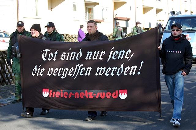 Kader des Freien Netz Süd (FNS) in Wunsiedel: Sebastian Schmaus (l.) und Tony Gentsch (m.)