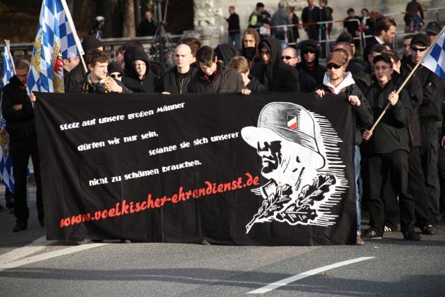 Die Nürnberger Kameradschaft 'Völkischer Ehrendienst'.  Foto: Zacharias O. Gross