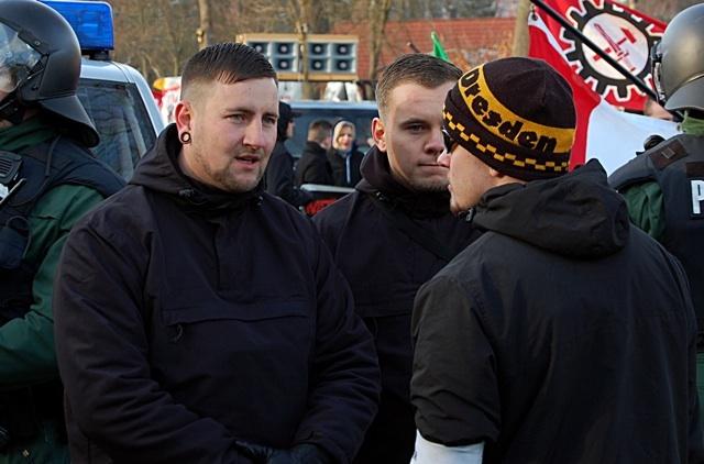 Leiten den Aufmarsch: Daniel Weigl,Benjamin Boss und Kai Zimmermann (v. l.).  Bild: Jan Nowak