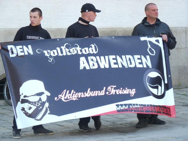 Transparent des 'Aktionsbunds Freising'.  Foto: a.i.d.a.