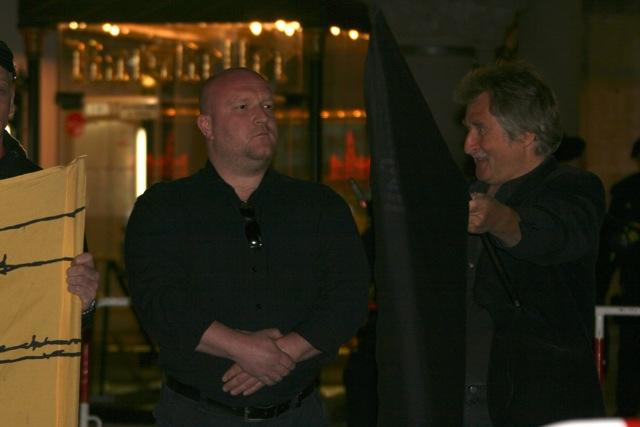 Martin Wiese auf der spätabendlichen Kundgebung.  Foto: Robert Andreasch