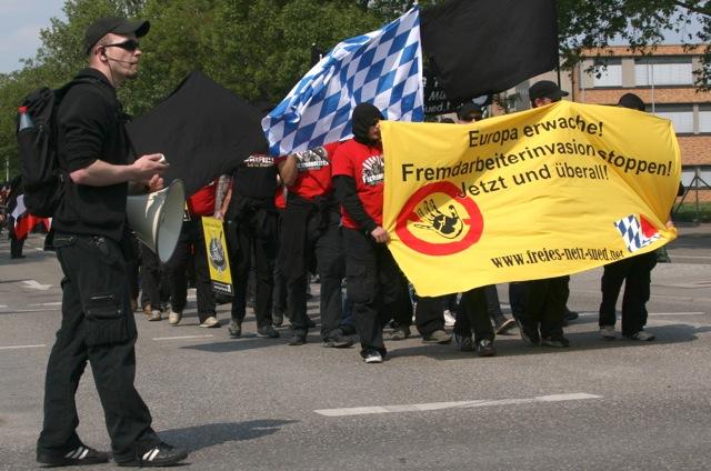 Kai Zimmermann führt den Block des 'Freien Netz Süd' an. Heilbronn, 1. Mai 2011. Foto: Robert Andreasch