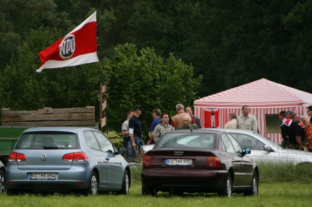 NPD-Bayerntag auf einer Wiese bei Mainleus-Schwarzach. Foto: Robert Andreasch