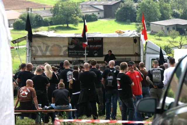 Uwe Meenen (NPD) redet beim 'Frankentag' des 'Freien Netz Süd' in Roden Ansbach. Foto: Robert Andreasch