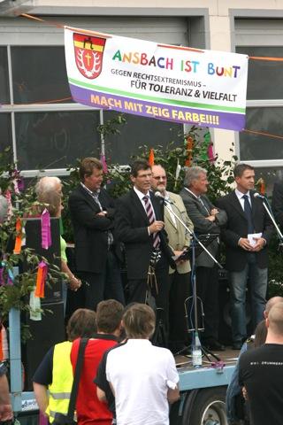 Landrat Thomas Schiebel spricht beim Bündnis 'Main-Spessart ist bunt'.  Foto: Robert Andreasch