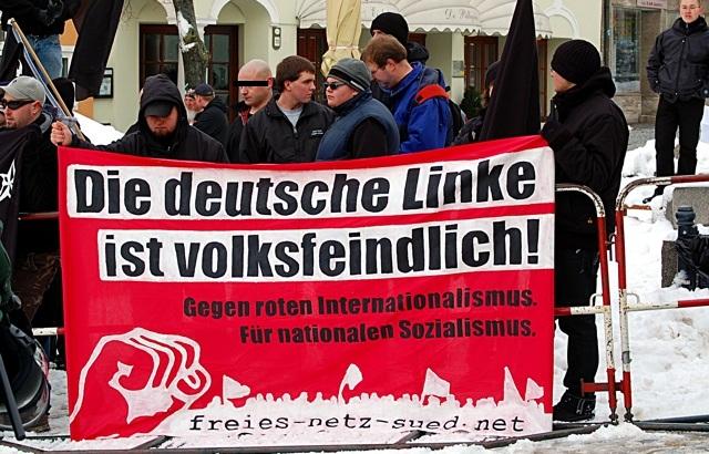 Der jetzt Angeklagte Robert Scha. bei neonazistischer Aktion des 'Freien Netz Süd' in Schwandorf.  Foto: Jan Nowak