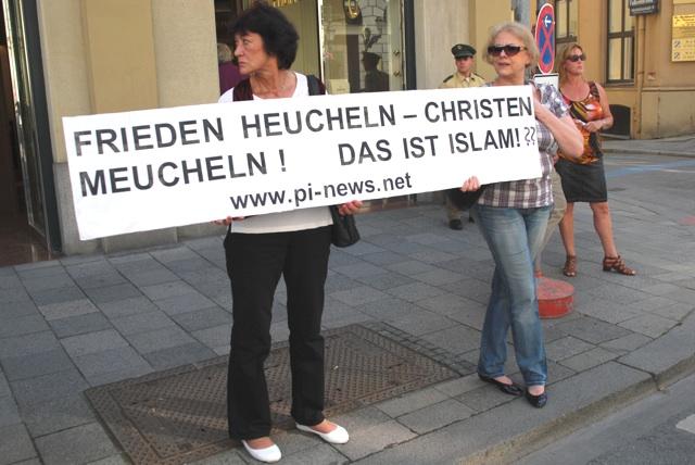 Kundgebung mit Werbung für PI und 'Die Freiheit'. Foto: Robert Andreasch