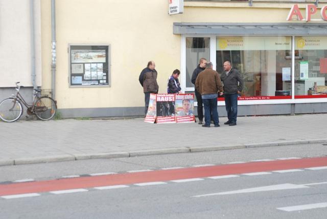 'Konzentrische Verteilaktion' (O-Ton BIA) in der Schweigerstraße.  Foto: a.i.d.a.