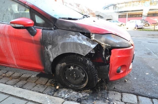 Brandanschlag auf das Auto eines Antifaschisten in Fürth. Foto: de.indymedia.org
