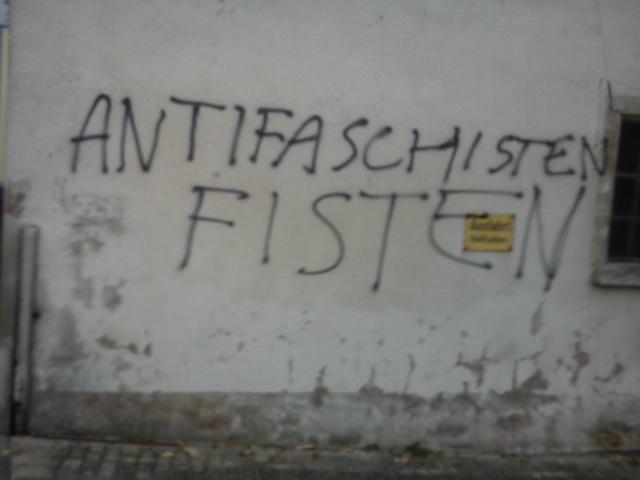 Neonazistische, homophobe Attacke an einem Gebäude hinter dem Weissenburger Jugendzentrum. Foto: a.i.d.a.
