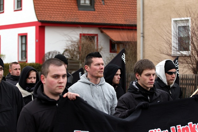 Matthias Fischer, führender FNS-Aktivist, beim Aufmarsch.  Foto: Jan Nowak
