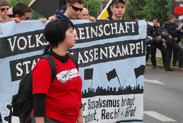 Stella Ruff als ordnerin beim FNS-Aufmarsch in Schweinfurt 2010. Foto: Robert Andreasch