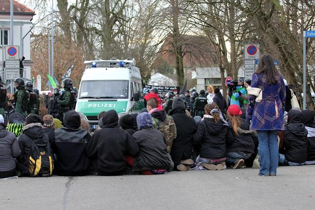 Erfolgreiche Sitzblockade von Jugendlichen in Mühldorf.  Foto: Jan Nowak