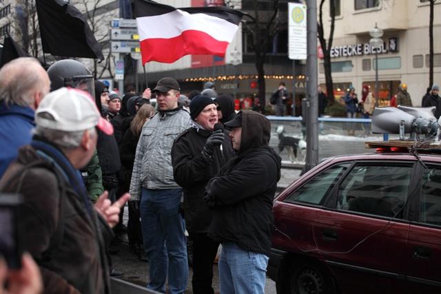 Pierre Pauly, Norman Bordin und Karl-Heinz Statzberger (v. l.) - führende Aktivisten der 'Kameradschaft München'.  Foto: a.i.d.a.
