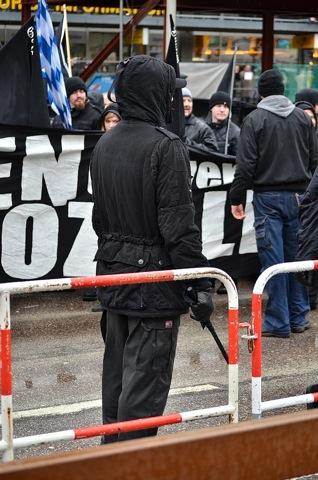 Auch Thomas Schatt trägt seine 'Fahne' wie einen Schlagstock.  Foto: Timo Mueller