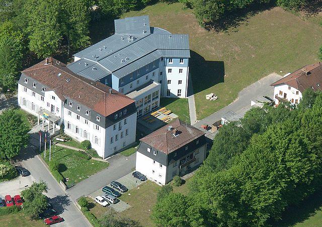 Die sudetendeutsche Bildungsstätte 'Heiligenhof' in Bad Kissingen. Foto: Sigismund von Dobschütz, CC-Lizenz.