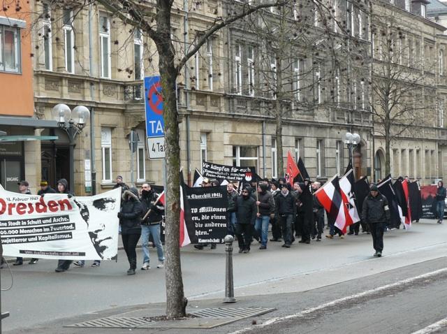 Der dem 'Dresden-Gedenken' gewidmete Neonaziaufmarsch durch Fürth.  Foto: a.i.d.a.
