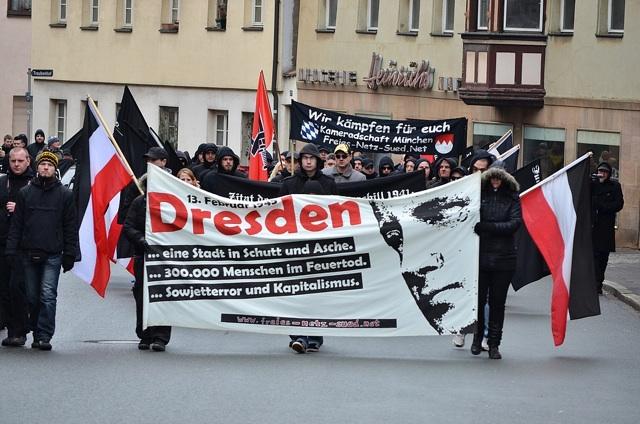 Der angeblich 'spontane' Neonaziaufmarsch durch Fürth.  Foto: Timo Mueller