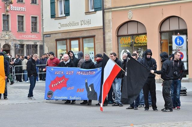 Die Neonazis des 'Aktionsbündnis Nordfranken' auf der Kundgebung. Foto: Timo Mueller