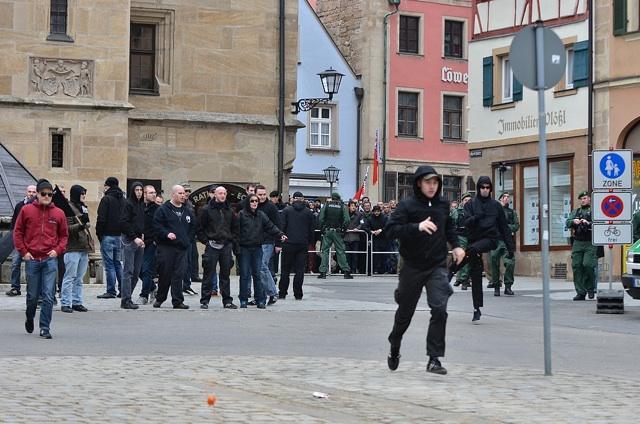 Einer der neonazistischen Angriffsversuche.  Foto: Timo Mueller
