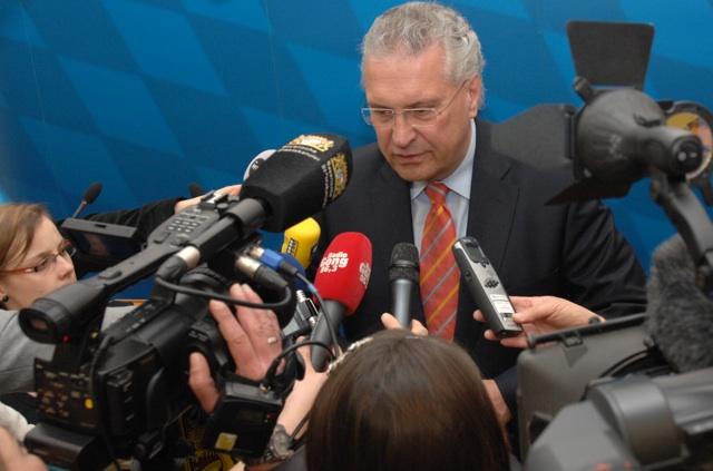 O-Töne vom Innenminister. Joachim Herrmann auf der Pressekonferenz. Foto: a.i.d.a.