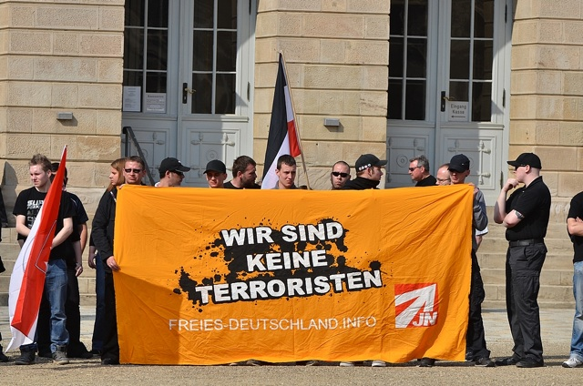 Transparent der 'Jungen Nationaldemokraten' (JN) in Coburg.  Foto: Timo Mueller