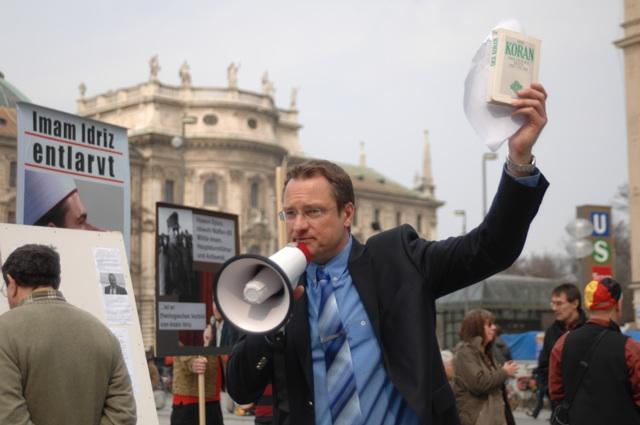Dauerredner Michael Stürzenberger.  Foto: Robert Andreasch