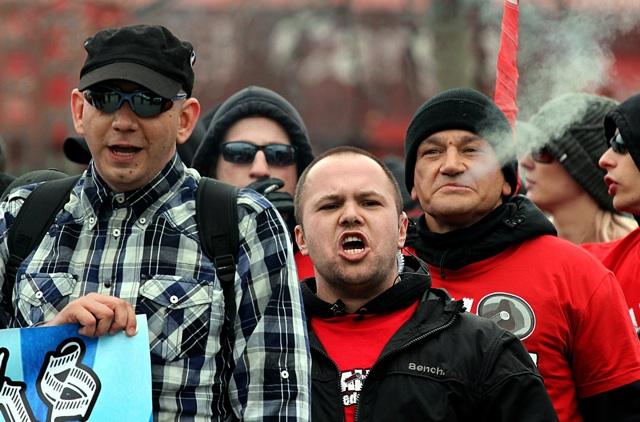 Mike Edling (m.) kümmert sich beim 'Aktionstag' mit um die Busorganisation.  Foto: Jan Nowak