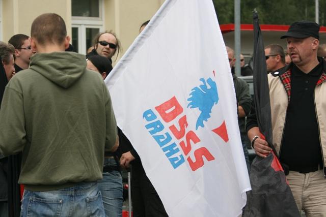 Fahne der Prager Sektion der extrem rechten Partei DSSS. Foto: Robert Andreasch