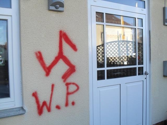 Neonazi-Sprüherei am JUZ Weissenburg. Foto: wug-gegen-rechts.de