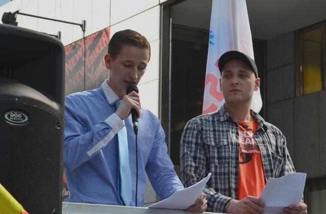 Redner Simon Preisinger (r.) und Pavel Szudár (l.) in Prag.