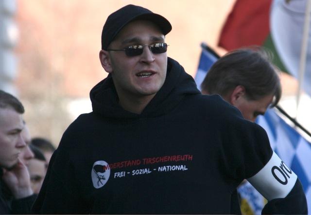 Simon Preisinger als Ordner bei einem Neonaziaufmarsch in Augsburg.  Foto: Robert Andreasch