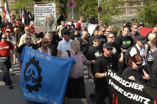Völkischer 'Antikapitalismus' beim Neonazi-Aufmarsch durch Hof.  Foto: LS