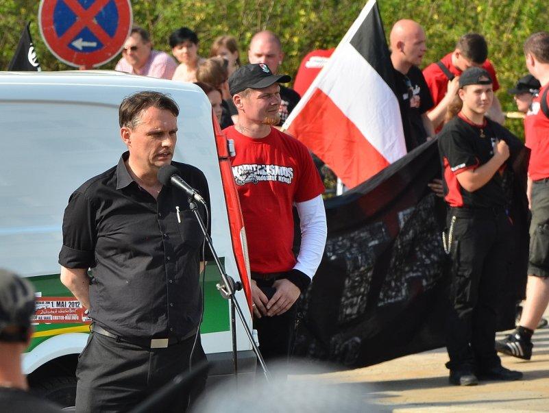Uwe Meenen (l.) als Redner, neben ihm FNS-Führungskader Matthias Fischer.  Foto: Timo Mueller