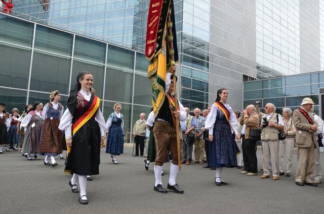 Einmarsch zur Hauptkundgebung beim 'Sudetendeutschen Tag'. Foto: Hannah Hofmann