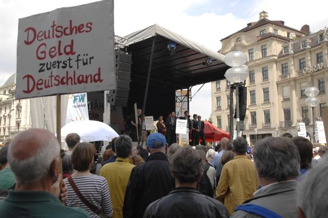 Nationalistische Parolen bei der Kundgebung der 'Freien Wähler'. Foto: Robert Andreasch