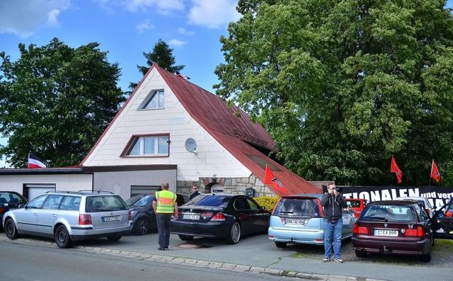 Andrang beim 'Tag der Freundschaft' vor der FNS-eigenen Immobilie. Foto: Timo Mueller