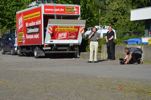 Auch in Nürnberg gerät die 'Deutschlandfahrt' der NPD zum Fiasko. Als Redner: Karl Richter. Foto: Hannah Hofmann