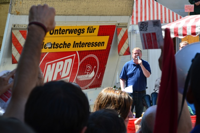 Protest gegen die Rede des NPD-Funktionärs Ronny Zasowk.  Foto: Hannah Hofmann