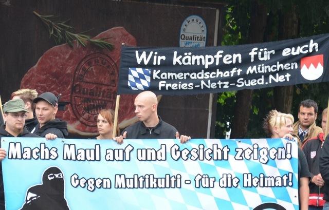 'Nationales Bündnis Niederbayern' und 'Kameradschaft München'.  Foto. recherche-bayern