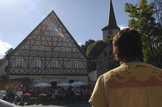 Kundgebung und Fest in der Ortsmitte von Schwarzach.  Foto: Robert Andreasch