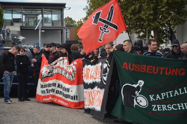 Bekanntes Transparent des 'Freien Netz Süd' (l.).  Foto: recherche-bayern