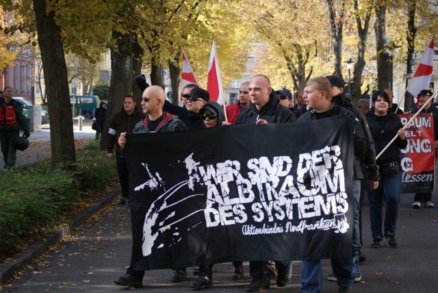 Neonazis vom 'Aktionsbündnis Nordfranken' auf dem Aufmarsch.  Foto: provinciafranconia.blogsport.de