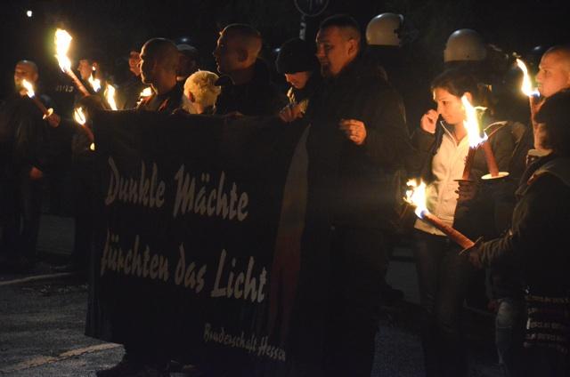Die unterfränkisch-hessische Neonazikameradschaft 'Bruderschaft Hessen' beim Aufmarsch in Hünfeld. Foto: a.i.d.a.