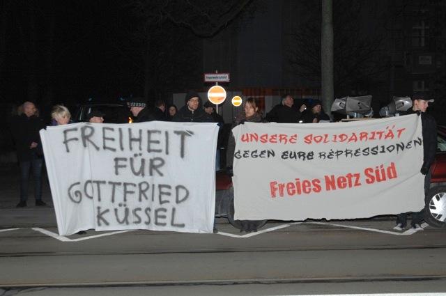 Die abendliche Neonazi-Kundgebung gegenüber dem österreichischen Konsulat, Teil 1. Foto: Robert Andreasch