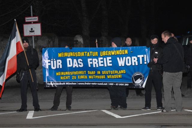 Die abendliche Neonazi-Kundgebung gegenüber dem österreichischen Konsulat, Teil 2.  Foto: Robert Andreasch