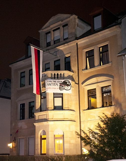 Provozierendes Transparent gegen Antifaschist_innen am Haus der 'Frankonia'. Foto: Timo Mueller